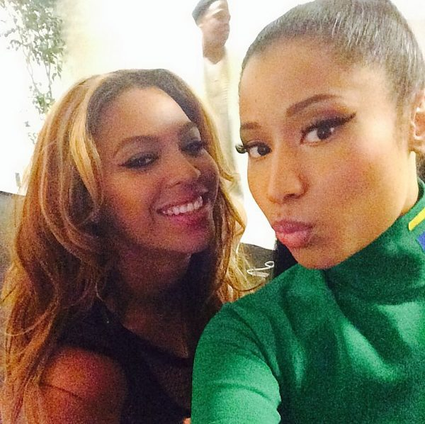 beyonce nicki minaj thatgrapejuice 600x598 Hot Shot: Beyonce & Nicki Minaj Take Selfie Together