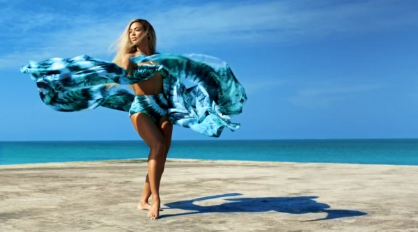 beyonce standing on the sun that grape juice 2014 800 600x333 British Public Puts Beyonce Atop Fantasy Travel Partner Wish List / Rejects Kim Kardashian