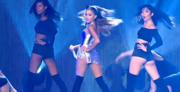 ariana grande radio thatgrapejuice 600x308 Watch: Ariana Grande Rocks BBC Radio 1s Teen Awards 2014 With Problem