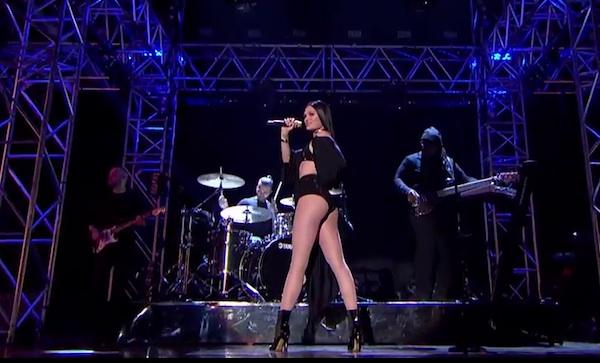 jessie j mobo awards 2014 thatgrapejuice Watch: Jessie J Blazes MOBO Awards With Bang Bang / Burnin Up Medley