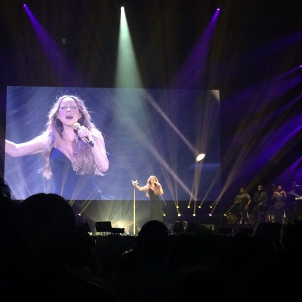 mariah carey elusive chanteuse show 2 thatgrapejuice 600x600 Watch: Mariah Carey Has Vocal Malfunction On Opening Night Of The Elusive Chanteuse Show