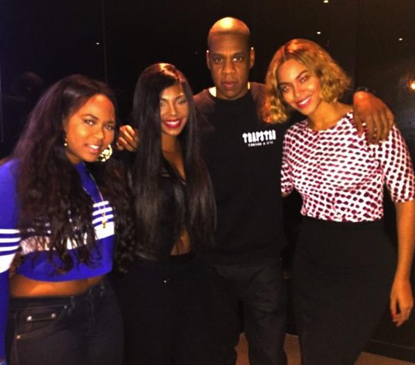 beyonce ashanti thatgrapejuice Hot Shot: Beyonce Poses With Ashanti At Nets Game