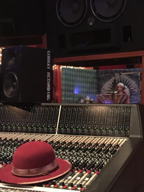 christina-aguilera-studio-2014-thatgrapejuice