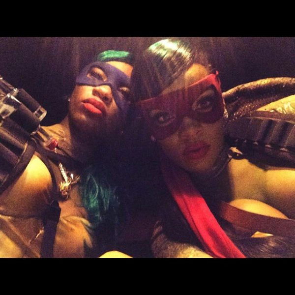 rihanna halloween 2 thatgrapejuice 600x600 A Hollywood Halloween 2014: Who Had the Best Costume?
