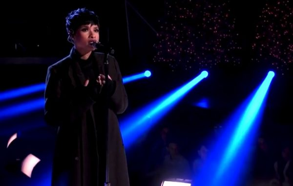 jennifer hudson xmas thatgrapejuice 600x380 Watch: Jennifer Hudson Wows With Hallelujah At A Home For The Holidays