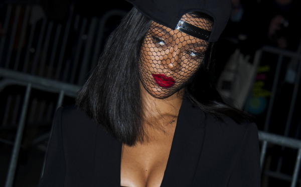 rihanna-that-grape-juice-net-2015-9