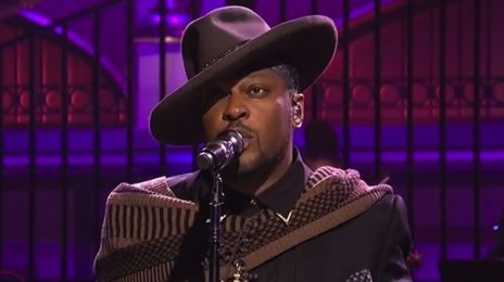 Watch: D'Angelo Performs On 'Saturday Night Live'