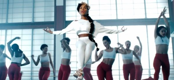 janelle-monae-yoga-thatgrapejuice
