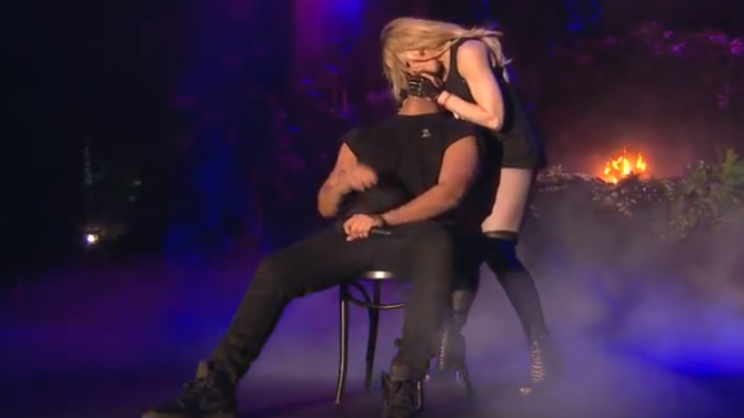 read drake sets the record straight on madonna kiss