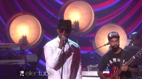 Jamie Foxx Belts 'Baby's In Love' On 'Ellen' / Addresses National Anthem Performance