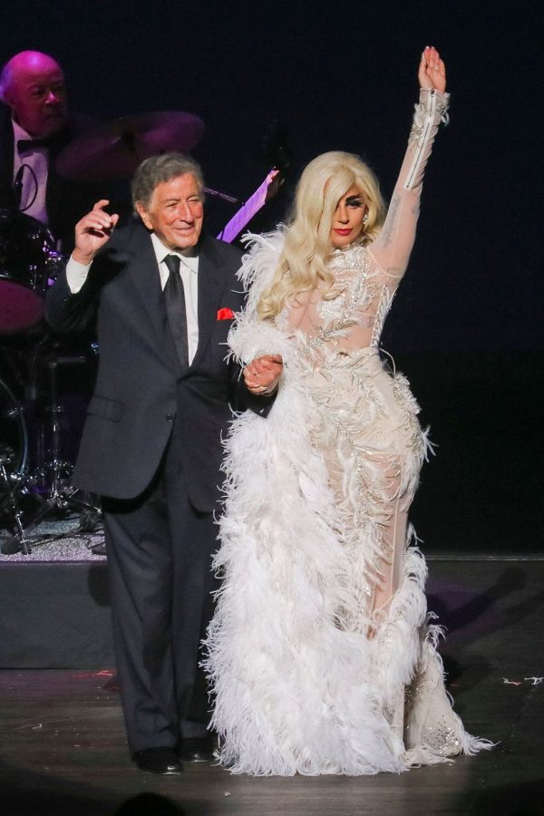 Must See Lady Gaga Blows Arena Away With No Mic That
