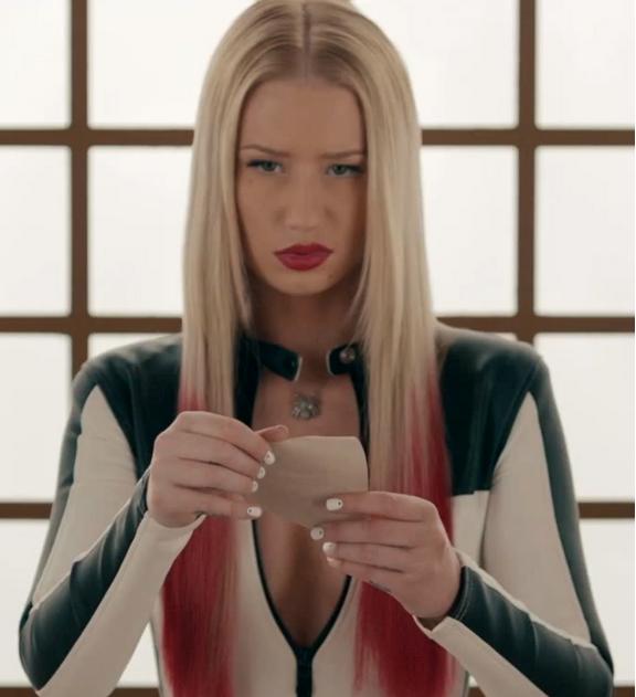 iggy-azalea-black-widow-that-grape-juice-2015