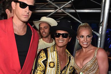 Hot Shots: Backstage At The MTV Video Music Awards 2015