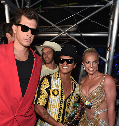 britney-spears-bruno-mars-calvin-harris-vmas-that-grape-juice