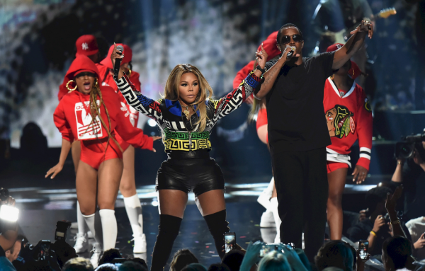puff-daddy-lil-kim-that-grape-juice-2015-19110