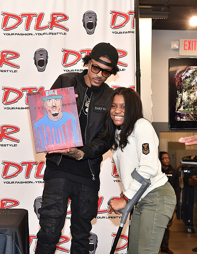 august-alsina-meet-and-greet-that-grape-juice-2015-1911010