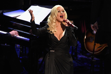 Christina Aguilera Stuns With 'New York, New York' At Sinatra Special [Performance]