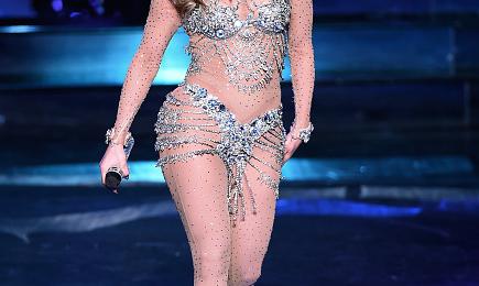 Jennifer Lopez Electrifies At 'All I Have' Vegas Debut / Celebrities Show Love