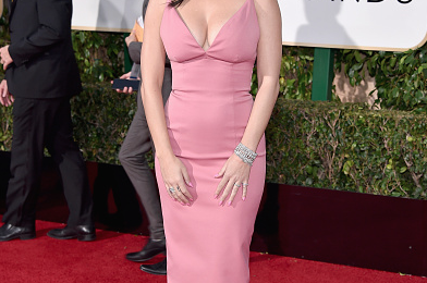 Hot Shots: Katy Perry Serves Pretty In Pink At Golden Globes 2016
