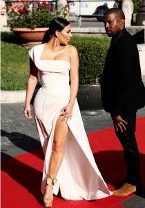Kim-Kardashian-Kanye-West-that-grape-juice-2016-10101911010