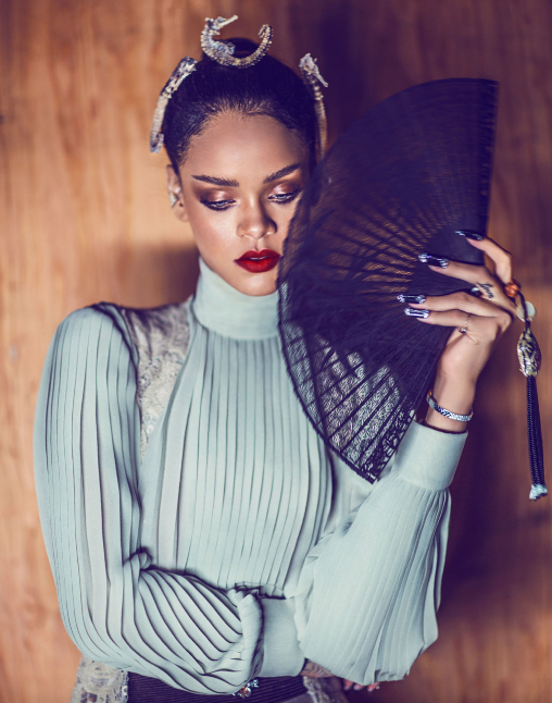 rihanna-pose-that-grape-juice-2016-10101011010