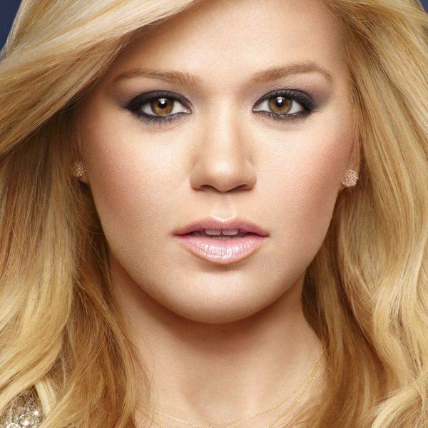 Kelly-Clarkson-thatgrapejuice
