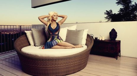 Hot Shot: Christina Aguilera Stuns As A Redhead