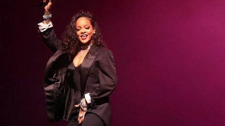 Report: Rihanna Drops Out Of Lollapalooza Due To Zika Virus Threat