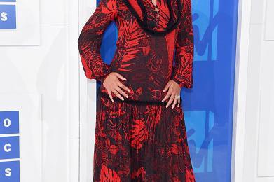 Alicia Keys' Hitmaker Husband Claps Back At No-Make-Up Critics