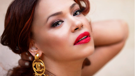 Watch: Faith Evans Suffers Wardrobe Malfunction