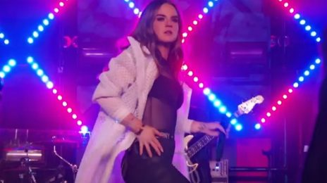 Watch: JoJo Belts 'No Apologies' With Wiz Khalifa On MTV Wonderland