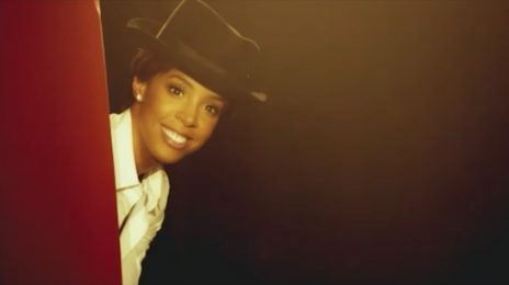 New Video: Kelly Rowland - 'Dumb'