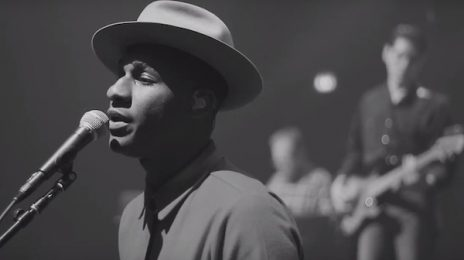 Exclusive: Leon Bridges Performs On 'The Splash!'