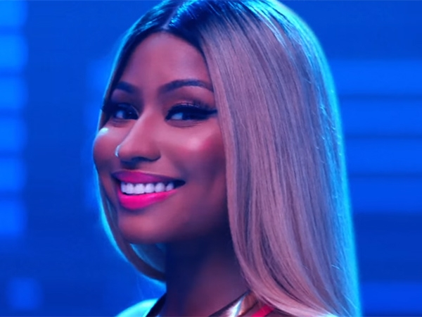 nicki-minaj-that-grape-juice-2016-19191911919900