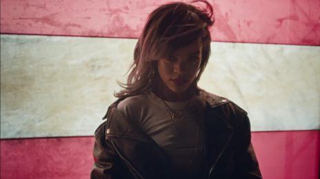Rihanna Endorses Hillary Clinton