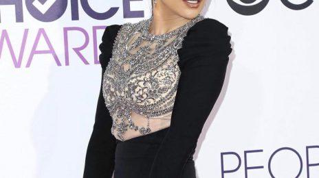 Jennifer Lopez Turns Heads At '2017 People's Choice Awards'
