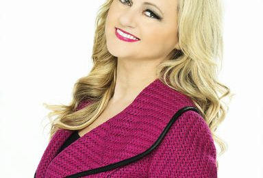 Black Twitter Drags Gospel Singer Vicki Yohe After Pro-Trump/Anti-Womens March Statement