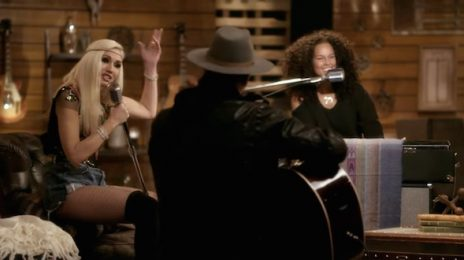 Watch: Alicia Keys, Gwen Stefani, & 'Voice' Coaches Cover TLC's 'Waterfalls'