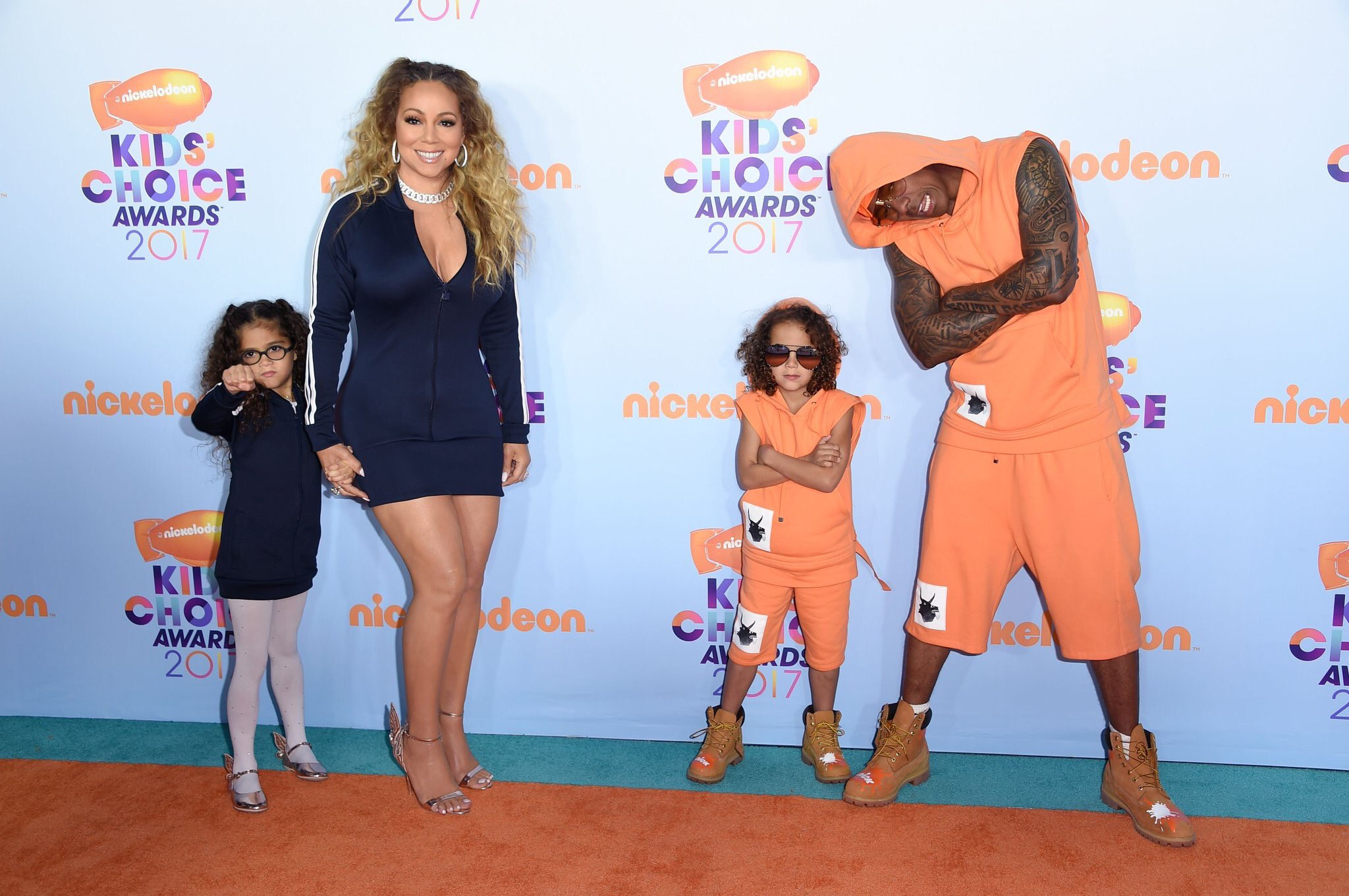 Mariah Carey & Nick Cannon Match With Twins At KCAs 2017 ...