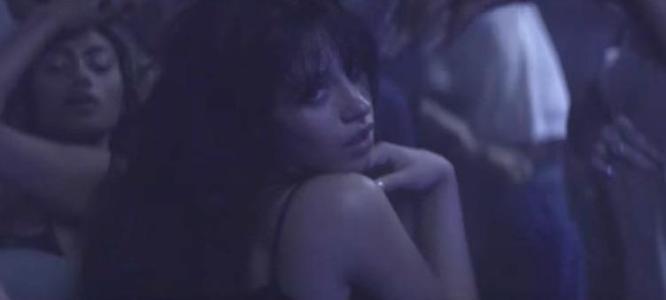 Ariana grande shakes her ass - 3 1