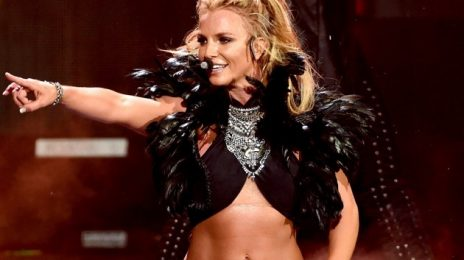Surprise! Britney Spears Sings...Live [Video]