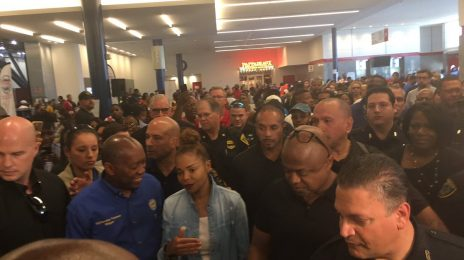 Janet Jackson Visits Hurricane Harvey Victims At Houston Shelter [Video]