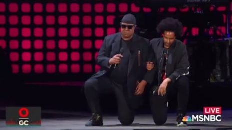 Stevie Wonder Takes To Knee In Prayer For America At Global Citizens Festival