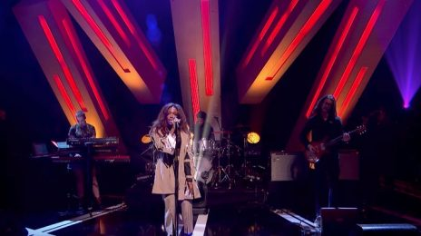Watch: SZA Sizzles With 'Normal Girl' On 'Jools Holland'