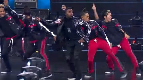 Watch: Jason Derulo Performs At NFL Thanksgiving Halftime Show