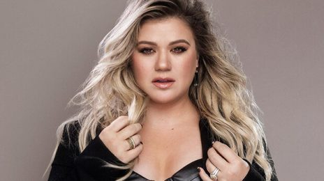 Did You Miss It? Kelly Clarkson Tributes En Vogue