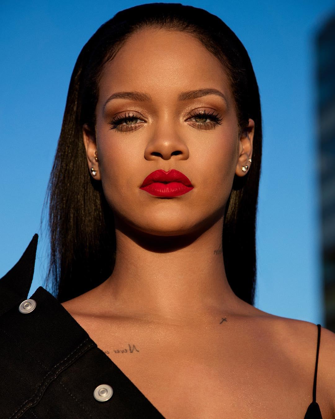 rihanna-fenty-beauty-2... Rihanna 2018