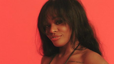"Azealia Banks Insinuates That Remy Ma Is A ""Closeted Lesbian"""