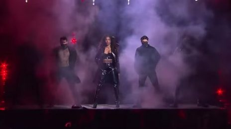 Kelly Rowland Rocks 'The Voice' With Show-Stopping Performance  Of Michael Jackson's 'They Don't Care About Us'