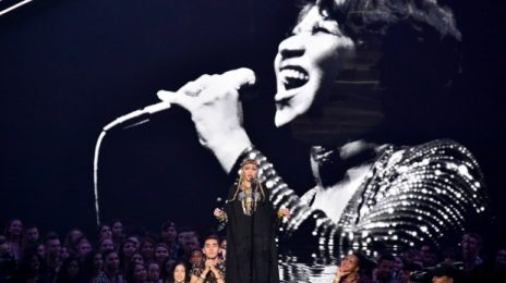"""Twitter Roasts Madonna For """"Self-Indulgent"""" Aretha Franklin Tribute at VMAs"""